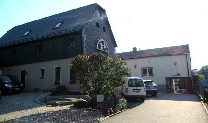 "Gaststätte ""Goldener Hahn"" in Niederwinkel"